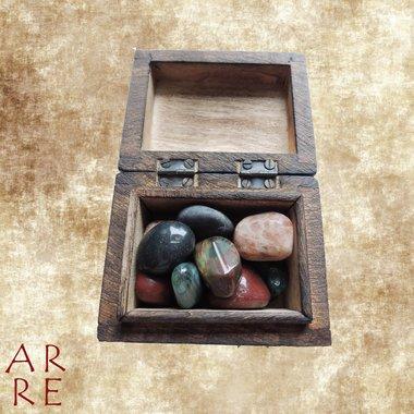 Kistje met trommelstenen